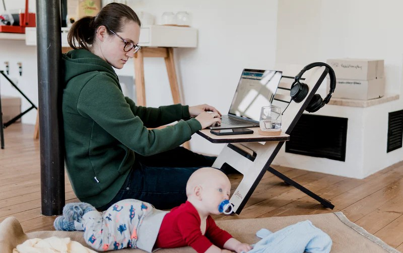 Working Moms Are Keeping CBD in the Medicine Cabinet